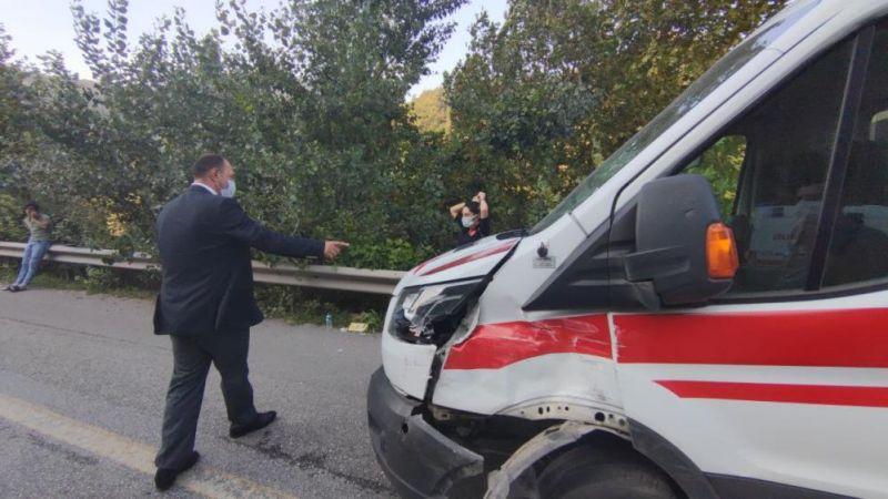 3 araç ve ambulans birbirine girdi! 12 yaralı