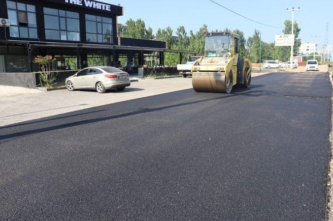İzmit Belediyesi Yeşilova'daki  toprak yolu asfaltla buluşturdu