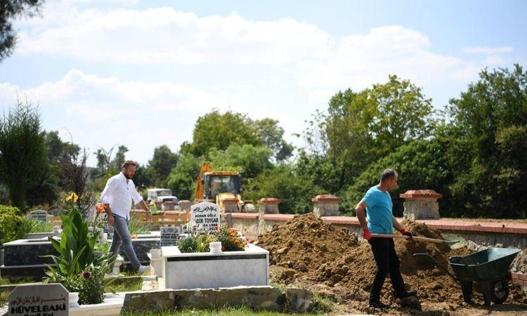 Kartepe'de mezarlıklara bakım yapıldı