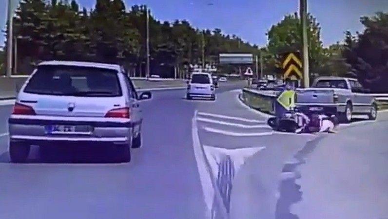 Motosiklet sürücüsünün ölümden döndüğü kaza kamerada