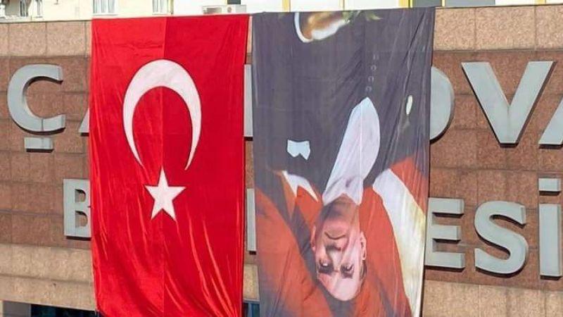 Ters asılan posterle ilgili Çayırova Belediyesi'nden açıklama