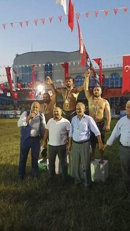 İzmitli Güreşçiler Çanakkale'den 3 altınla döndü