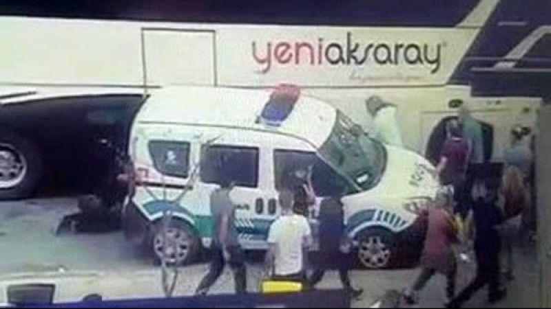 Polis memuru otobüs ile ekip otosu arasında sıkıştı