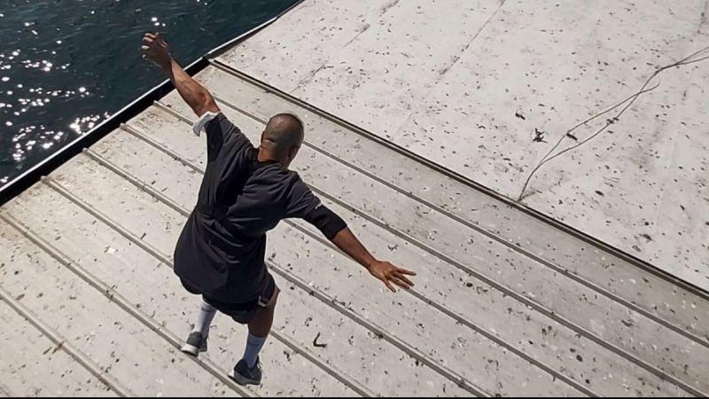 Çılgın genç köprüden atladı