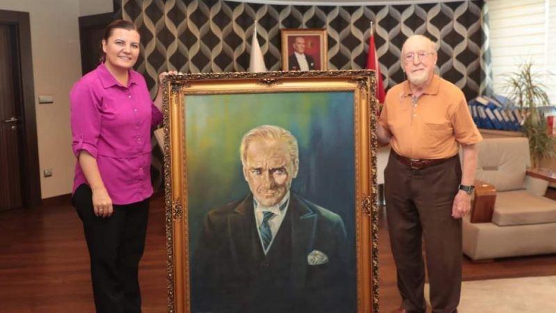 Hürriyet'e Atatürk tablosu hediye edildi, müzede sergilenecek