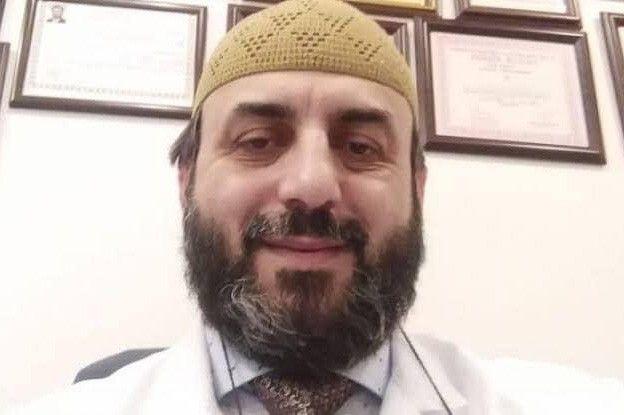 Korona aşısı olmayan doktor koronaya yenildi