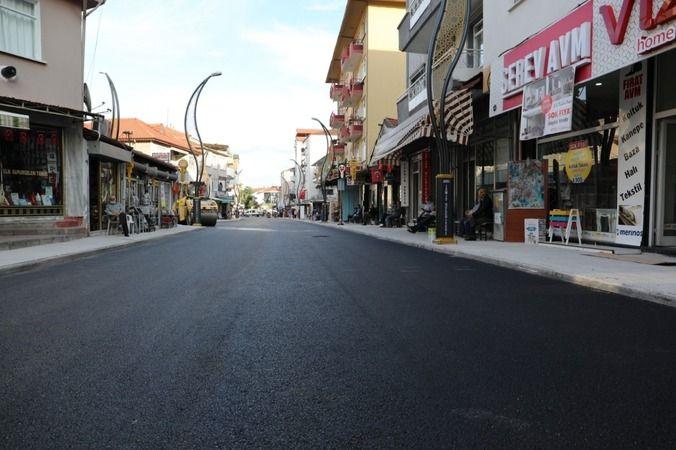 İzmit Belediyesi Kuruçeşme Hasan Atakan Caddesi'ne son kat asfaltı attı