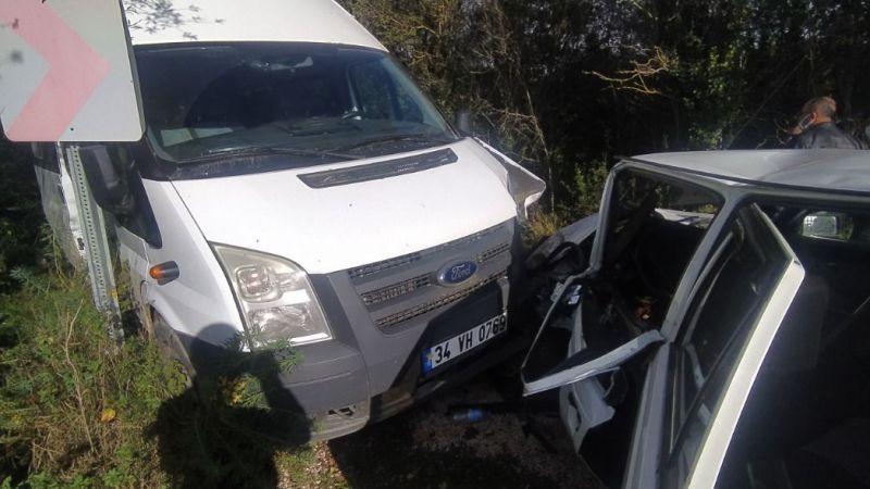 Korkunç olay! Otomobil ve minibüs çarpıştı