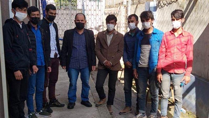 Düzensiz göçmenler Polise takıldı