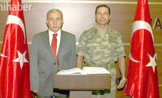 Tugay Komutanı Tuğgeneral  Saymaz görevine başladı