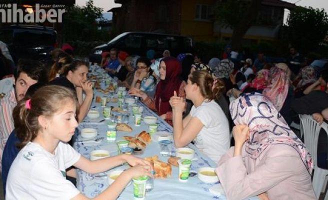 Kemaliye Mahallesi Cadde'de iftar yaptı