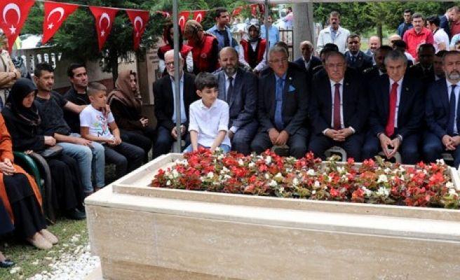 ŞEHİT POLİS MEMURU KABRİ BAŞINDA ANILDI