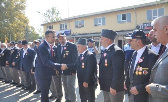 Akyazı'da protokol gazileri kutladı