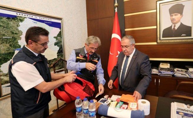 Vali Nayir afet çantasını inceledi