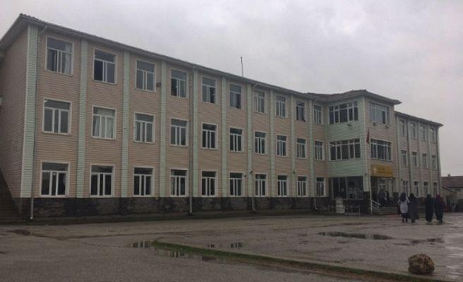 Hendek'te okulun çatısı yenilenecek