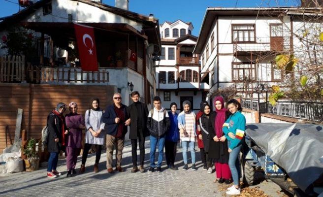 Öğrenciler Alifuatpaşa ve Taraklı'yı gezdi