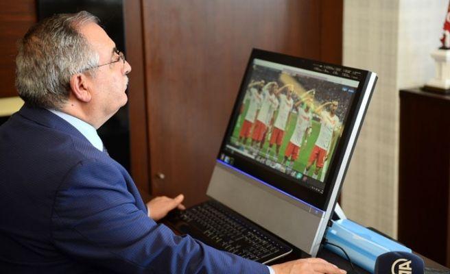 Vali Nayir, 'Yılın Fotoğrafları' oylamasına katıldı