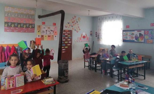 Siirt'teki okula kütüphane kurdular