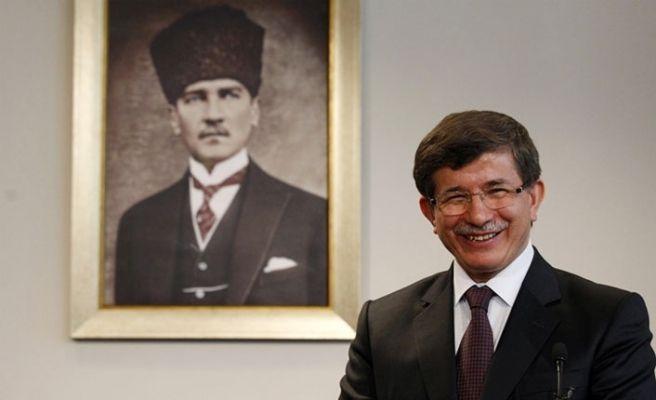 Davutoğlu yeni parti için Cuma günü başvuracak