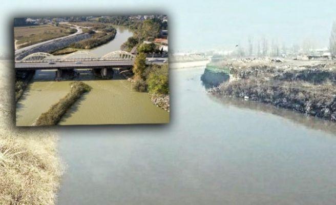 Göz göre göre! Sakarya Nehri 51 gündür zehirleniyor...