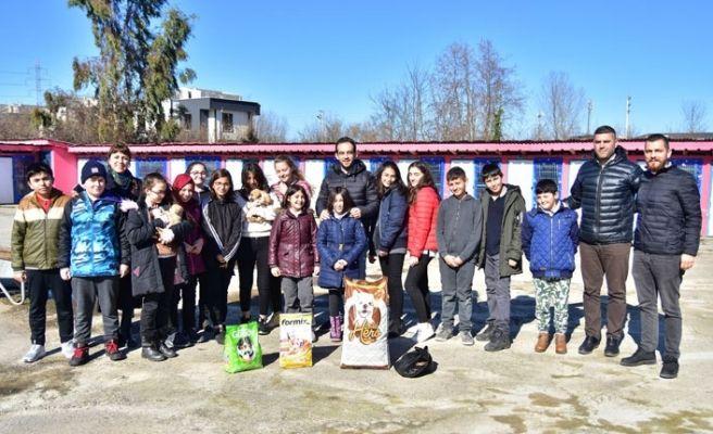 Öğrencilerden Karasu Hayvan Barınağına ziyaret