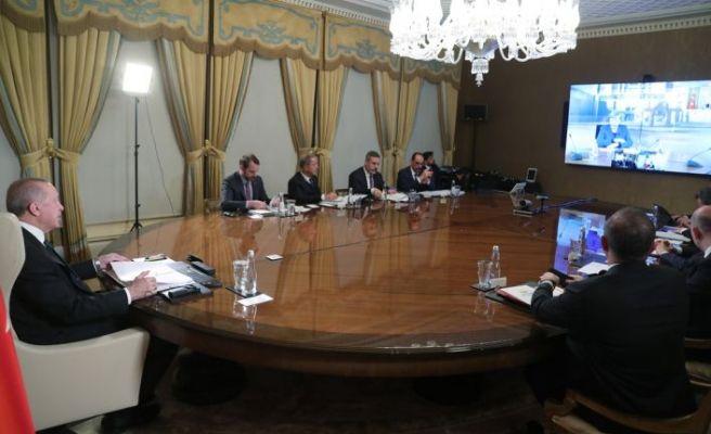 Liderler telekonferansla korona zirvesi yaptı