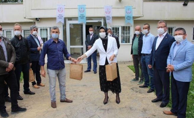HEM'de üretilen maskeler muhtarlara teslim edildi