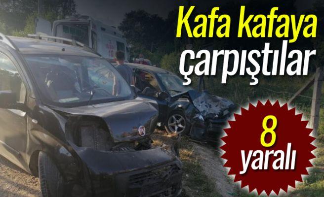 Hafif ticari araçla otomobil çarpıştı: 8 yaralı!