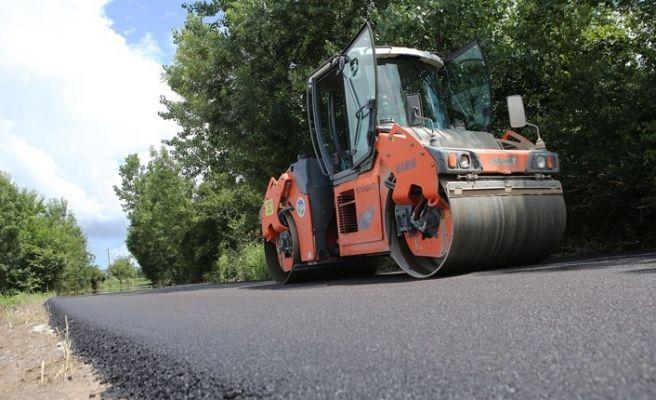 Karasu'da yollar bayrama hazırlanıyor