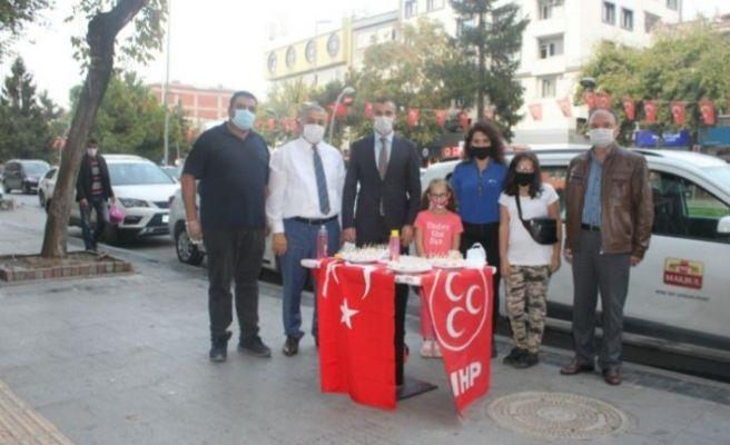 MHP Adapazarı'ndan lokum ve gül suyu ikramı