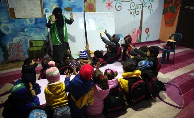 İHH, Suriye'deki çocukları eğitiyor