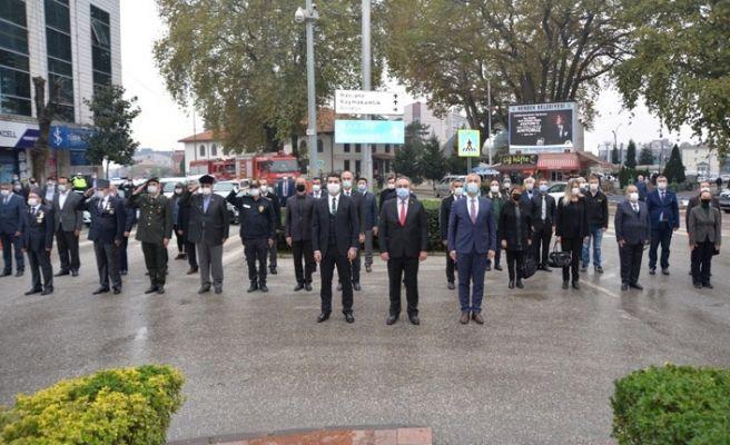 Ulu Önder Atatürk Hendek'te anıldı