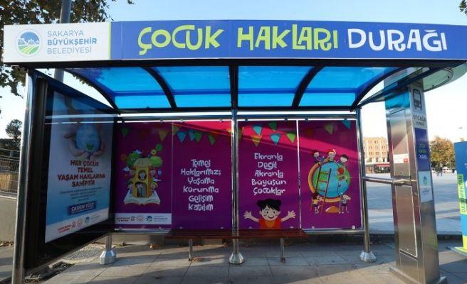 Otobüs durağı Çocuk Hakları Durağı'na dönüştürüldü