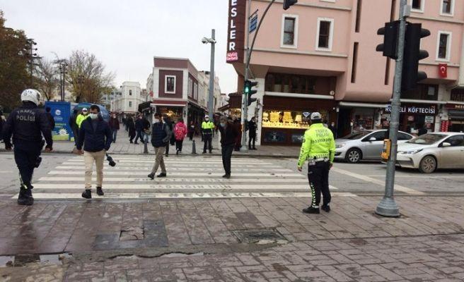 Polis yaya yollarını denetledi