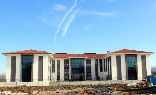 Arifiye'nin yeni okullarının inşaatı sürüyor