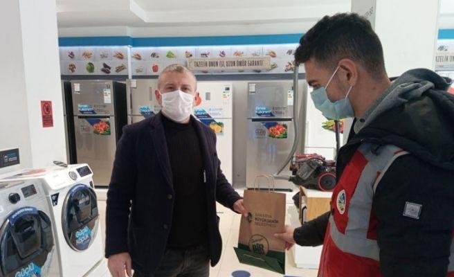 Büyükşehir'in maske dağıtımı sürüyor