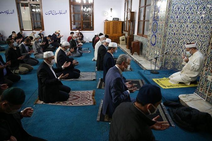 Kadir Gecesi duası tüm camilerden yankılandı