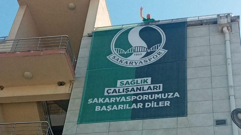 Play-Off yolundaki Sakaryaspor'a sağlıkçılardan destek
