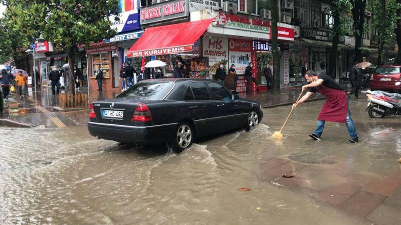 Hendek'te sağanak yağmur etkili oldu