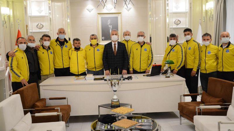 Namağlup şampiyonlardan Babaoğlu'na ziyaret