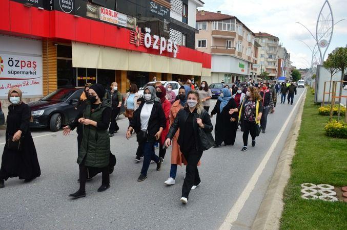 """Karasu'da """"Hayat Boyu Öğrenme Haftası""""  yürüyüşü"""