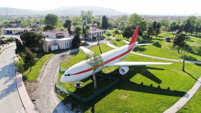 Uçağın yanına şimdi de vagon geliyor!