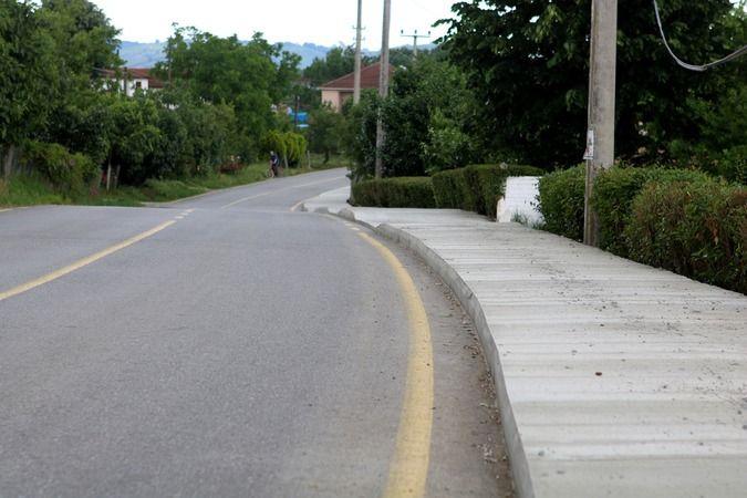 Bordür ve beton plakla yaya yolu yaptırılacak