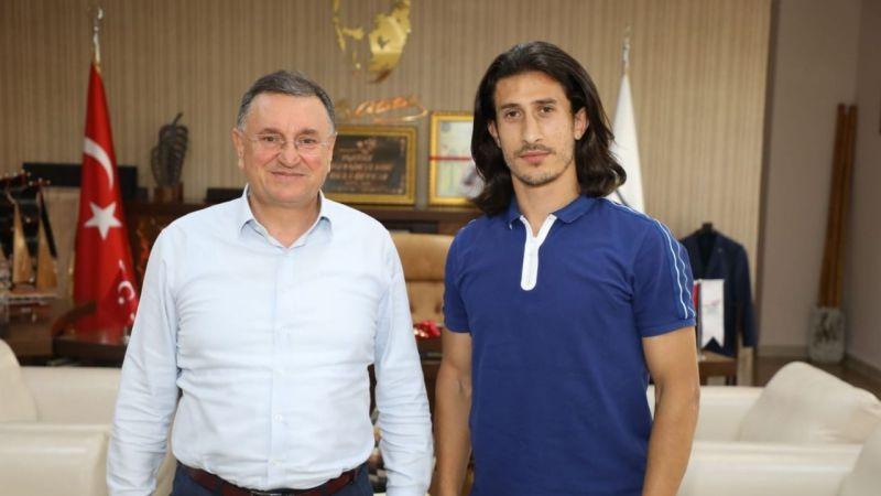 Sakaryaspor'dan Süper Lige... İmzayı attı