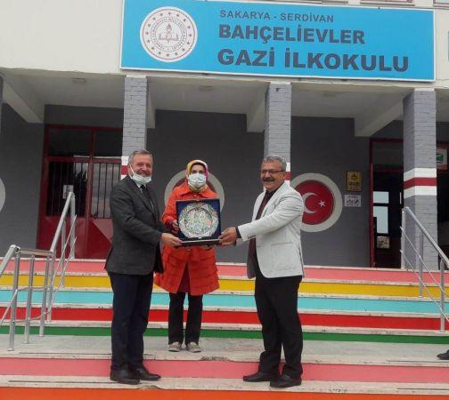 32 Yıllık öğretmen Emrullah Türkoğlu emekli oldu
