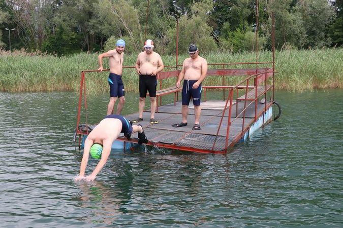 Sapanca Gölü'nü yüzerek geçtiler