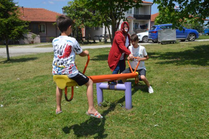 Parka gidemeyen engelli gencin bahçesine park kurdular