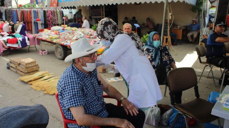 Ferizli'de halk pazarında Kovid-19 aşısı yapıldı