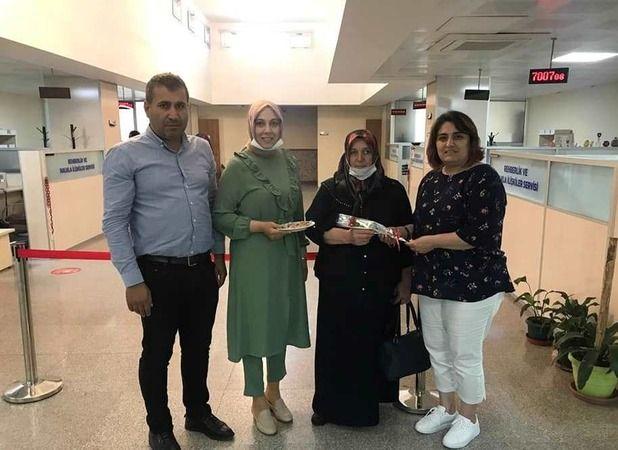 SGK'dan emekli adaylarına karanfilli kutlama