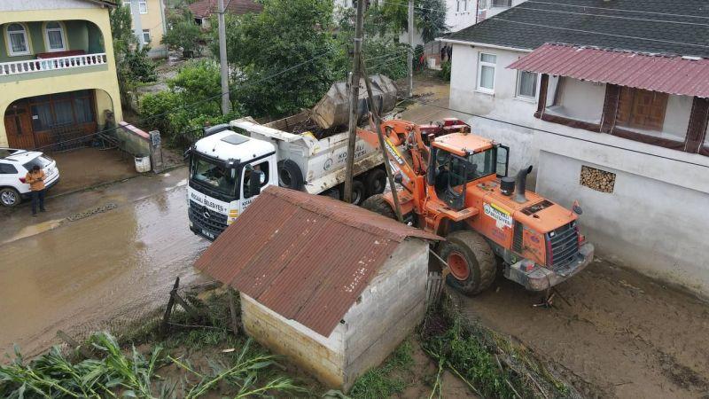 Kocaali'de sel sonrası temizlik çalışmaları sürüyor